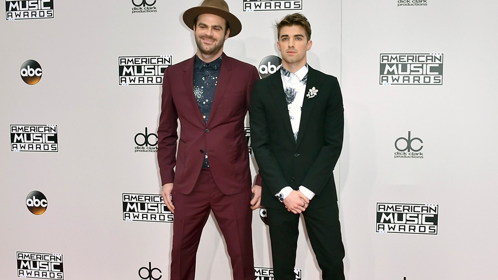 Chainsmokers-AMAs-1-e1483327322431.jpg
